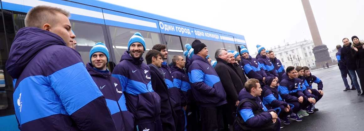 Zenit-TV: The first passengers on the new blue-white-sky blue buses