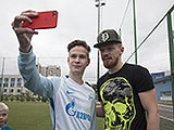 Ivan Novoseltsev visited the kids at the Zenit Academy