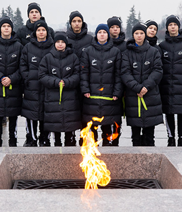 Gazprom Academy pupils pay their respects to the victims of the Siege of Leningrad