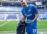 Artem Dzyuba received his Player of the Month award from a famous fan