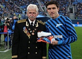 Yuri Zhirkov received his G-Drive Player of the Month award