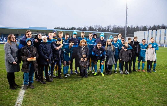 Kids from local children's home support Zenit-2