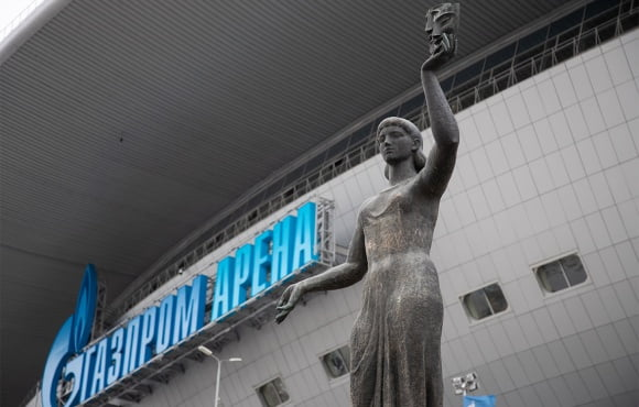 Two statues moved to the Gazprom Arena from St. Petersburg's SKK