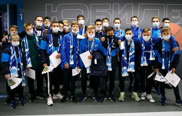 Gazprom Academy players support our basketball team against Barcelona