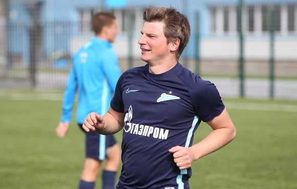 Andrey Arshavin trains with the Gazprom Academy players