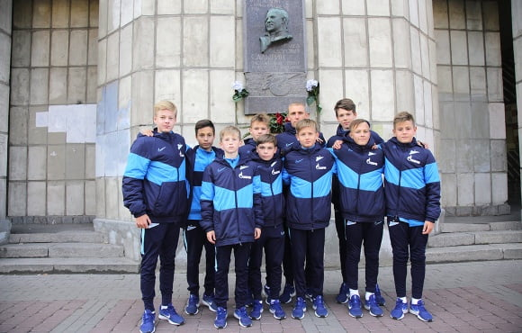 Gazprom Academy players pay tribute to Pavel Sadyrin on his birthday