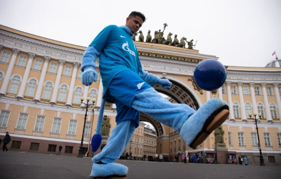 Douglas Santos Is The Zenit Mascot For Charity